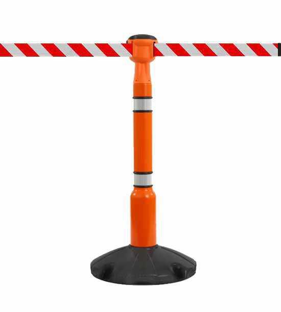 Kit composé d'un enrouleur de sangle orange (sangle blanc/rouge), d'un poteau orange et d'une base noire Skipper™.